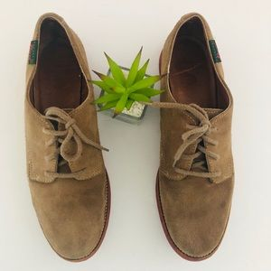 BASS Suede tan lace up oxfords
